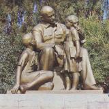 """Анапа. Скульптурная группа """"Ленин и дети"""""""