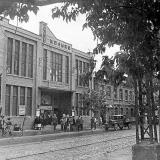 """Краснодар. На улице Красной, у кинотеатра """"Колосс"""", 1943 год."""
