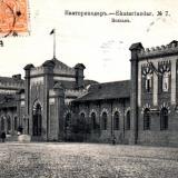 Железнодорожный вокзал - Вид со стороны привокзальной площади