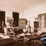 Екатеринодар. Кубанский мариинский женский институт. 25.10.1913 год. Вид части кабинета физики.
