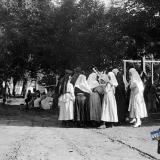 Екатеринодар. Персонал американской больницы Красного Креста во дворе больницы. 04711