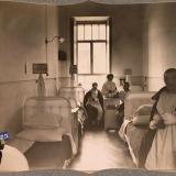 Екатеринодар. Раненые и сестра милосердия в четырехместной палате для нижних чинов лазарета общины, 1915 год