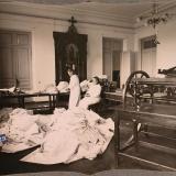 Екатеринодар. Сестры милосердия общины готовят белье лазарета Красного Креста к выдаче в стирку, 1915 год.