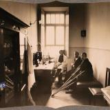 Екатеринодар. Врач и раненые в лаборатории лазарета общины, 1915 год