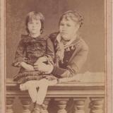 Гольденберг С.М. Портрет женщины с дочерью.