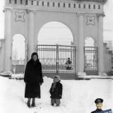 Краснодар. У входа на водную станцию ДСО «Спартак», 1959 год
