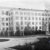 Краснодар. КСХИ. Памятник Ленину у здания Зоофака, 1970-е