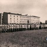"""Краснодар. Построение личного состава высших штурманских курсов, западнее здания """"коробочки"""", конец 40-х"""