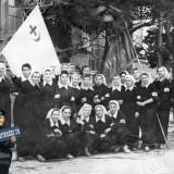 Краснодар. Сандружинницы на улице Красноармейской перед Крайисполкомом.