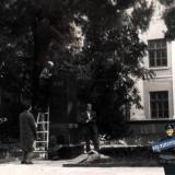 Краснодар. Сброс бюста В.И. Ленина у школы №48, 1992 год
