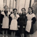 """Краснодар. Ученицы 7 """"Б"""" класса СШ №28. июнь 1955 года"""