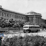 Краснодар. Троллейбус перед зданием института пищевой промышленности.