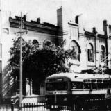 Краснодар. Троллейбус возле корпуса КИПП, 1954 год.