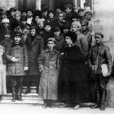 """Краснодар. У входа в гарнизонный клуб """"Красная звезда"""" 1920 г."""