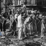Краснодар. Укладка трамвайных путей на углу улиц Коммунаров и Ворошилова. 28 августа 1949 года.