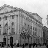 Краснодар. Восcтановленное здание театра на перекрёстке улиц Красной и Гоголя. Март 1954 года.