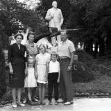 Краснодар. Возле памятника Ленину в горпарке, 9 мая 1961 года