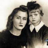Краснодар. Мама и дочь, около 1950 года