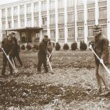 Субботник на территории института культуры перед учебным корпусом №2