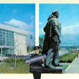 Новороссийск. Дворец культуры моряков. Памятник Неизвестному матросу, 1977 год