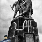 """Новороссийск. Памятник погибшим рыбакам сейнера """"Уруп"""", 1966 год"""