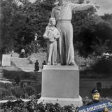 "Туапсе. Скульптура ""Максимка"", 1960 год."
