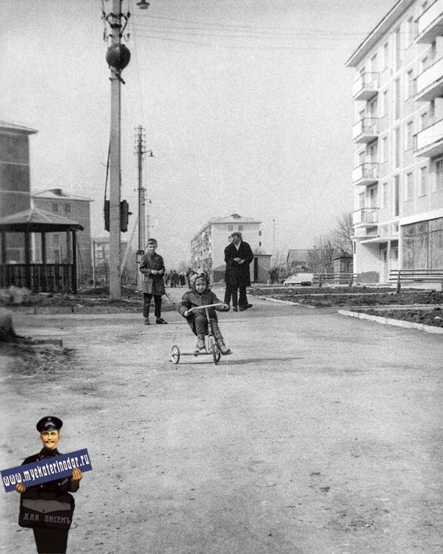 Краснодар. На улице Селезнёва. Вид на запад.