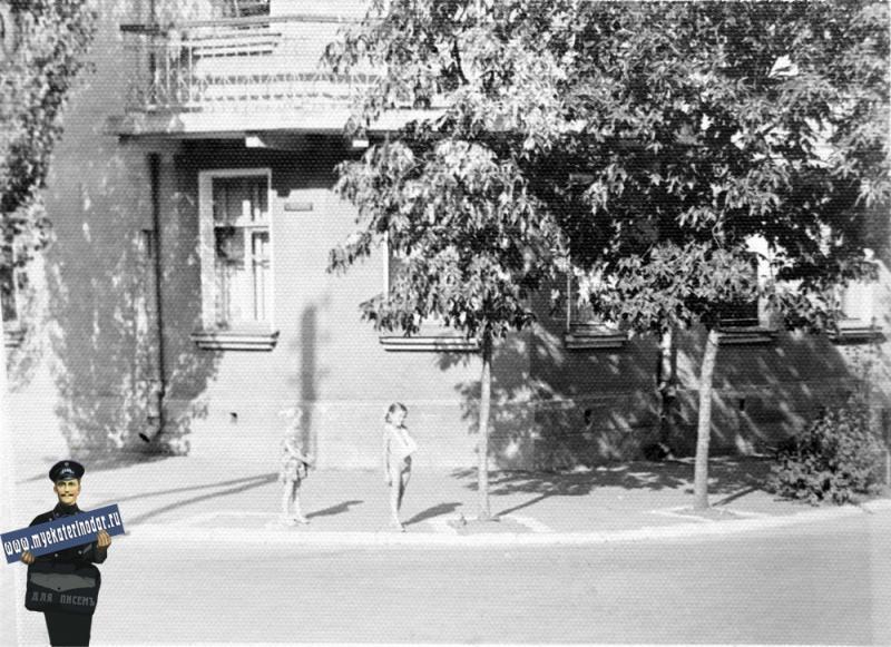 Краснодар. Дом №77 по ул.Орджоникидзе, лето 1964 года.