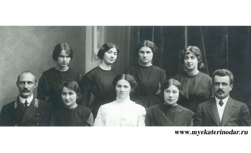 6-й выпуск Второй Екатеринодарской женской гимназии, 1912-1913 годы