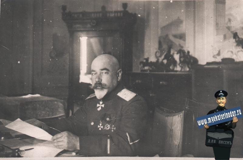 Екатеринодар. Генерал А.И.Деникин в своём рабочем кабинете, в ставке. Февраль 1919