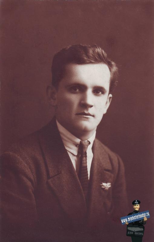 Член общества друзей воздушного флота. Фотограф Мнацкан. 1924 год.