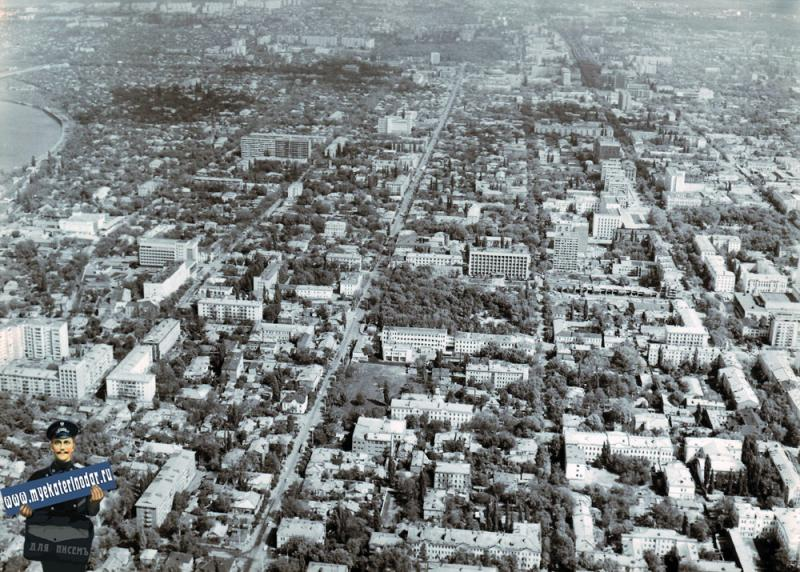 Краснодар. Над перекрёстком улиц Шаумяна и Советской, вид на север . 1986 год.