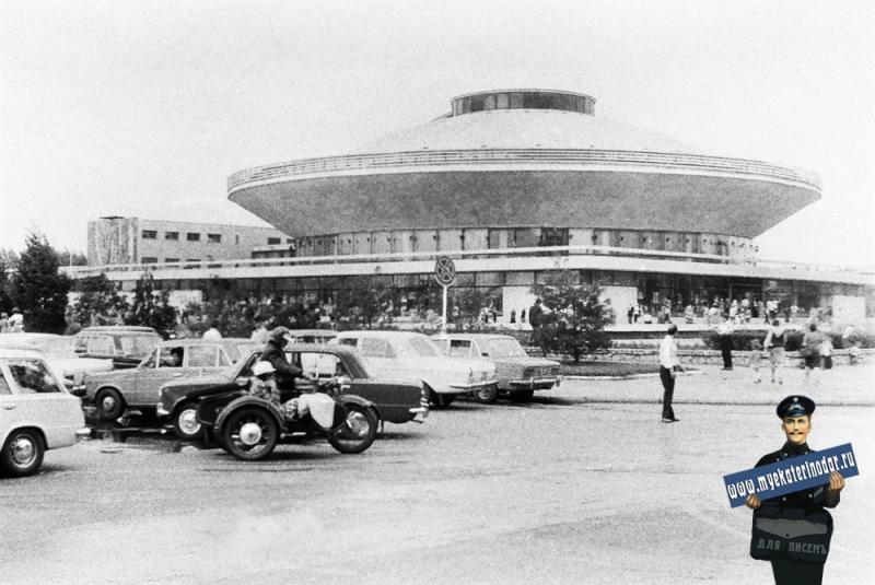 Краснодар. На углу улиц Шаумяна и Калинина. 1978 год.