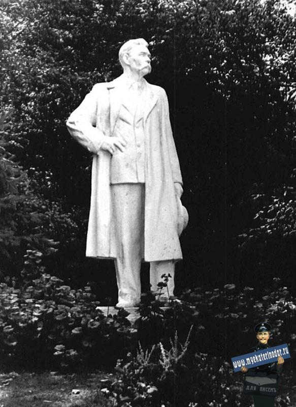 Краснодар. Памятник Горькому А.М. в парке культуры им. А.М. Горького. 1965 год.