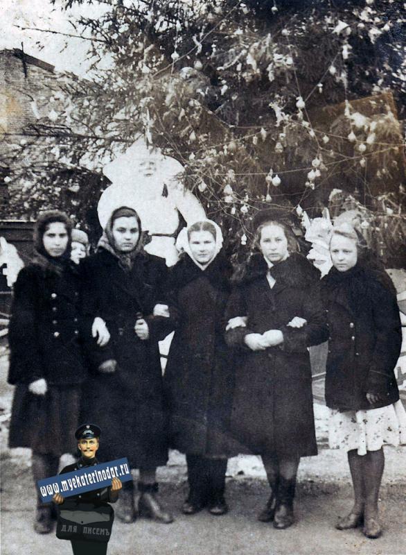 Краснодар. Новогодний перекрёсток улиц Красной и Мира. конец 40-х годов.