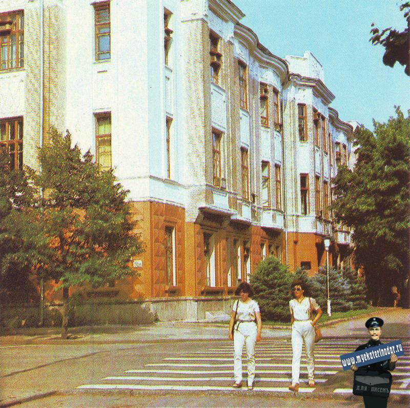 Краснодар. Перекрёсток улиц Красной  и Пушкина.