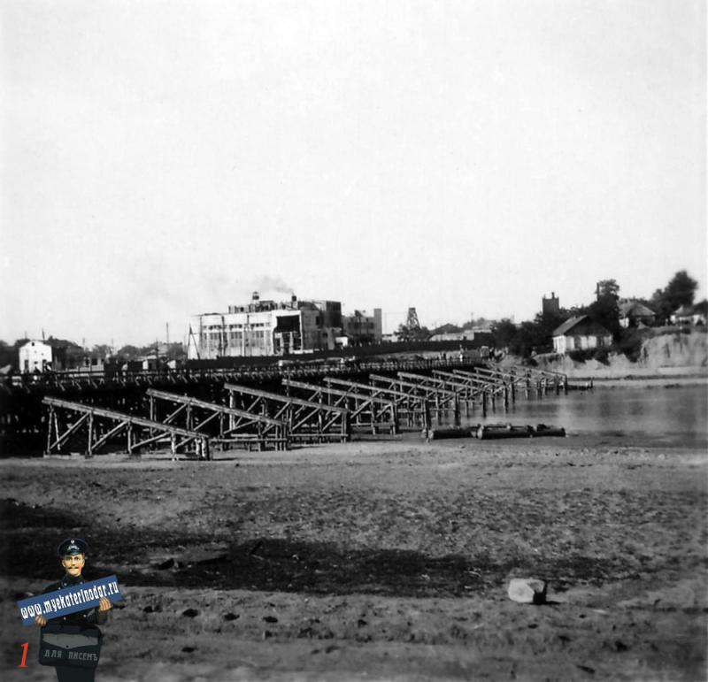 Краснодар. Переправа через реку Кубань в районе КРЭС, осень 1942 год.