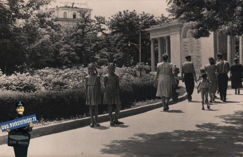 Краснодар. Первомайский сквер, вид в сторону ул. Красной, 1960 год