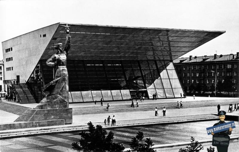 """Краснодар. Широкоформатный кинотеатр """"Аврора"""". 1967 год."""