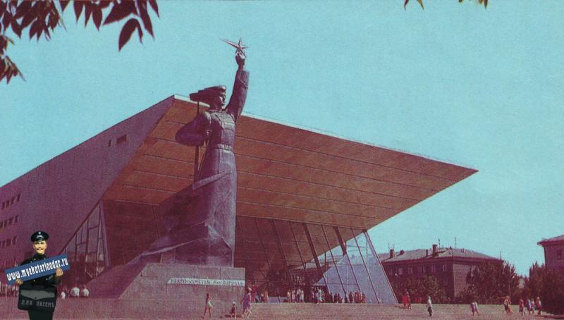 """Краснодар. Широкоформатный кинотеатр """"Аврора"""". 1975 год."""