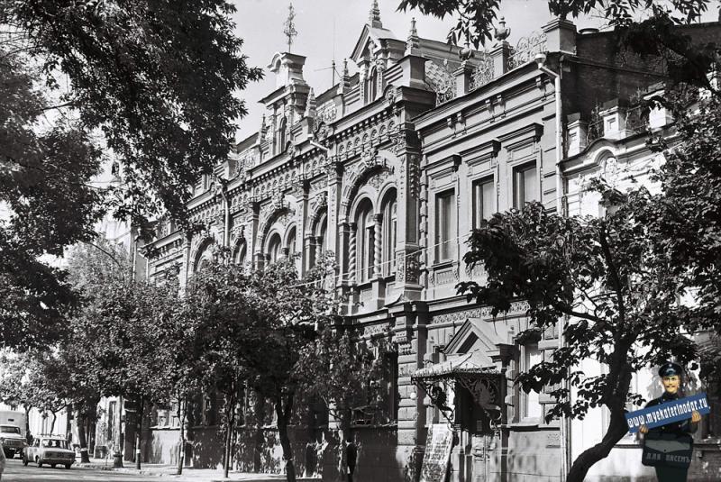 Краснодар. У Краеведческого музея на улице Ворошилова, 1978 год.