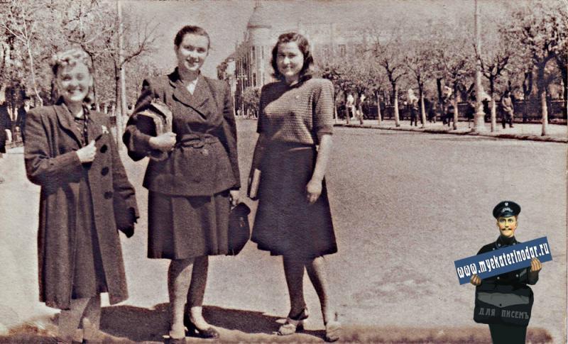 Краснодар. Улица Красная. Перврмайский сквер со львами. 1949 год.