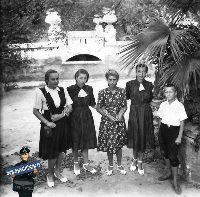 Краснодар. Парк Горького, в чаше малого пруда, июль 1951 года.