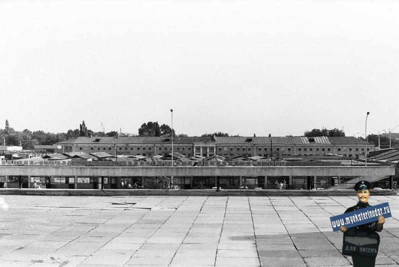 Краснодар. Вид на Центральный рынок со смотровой площадки цирка. 1978 год.