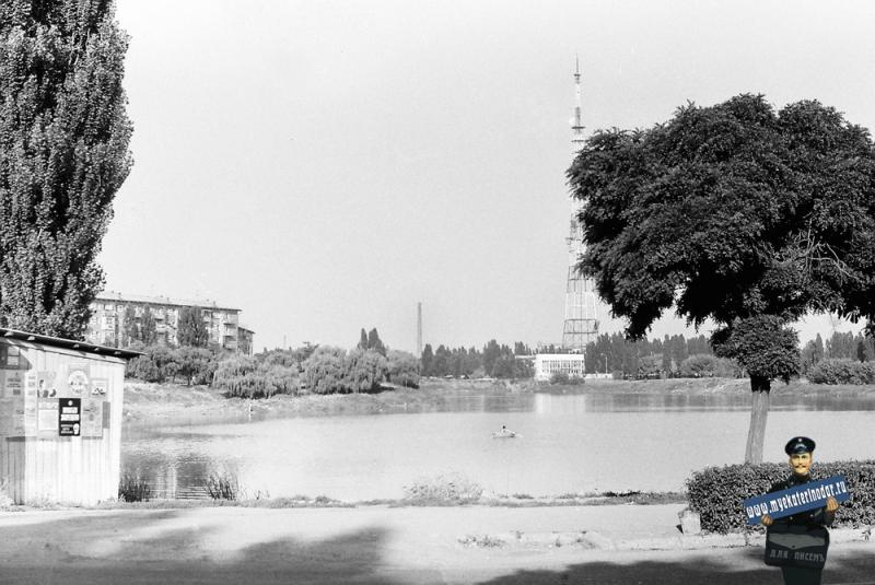 Краснодар. Вид с Дмитриевской дамбы на Карасун и телецентр, 1978 год.