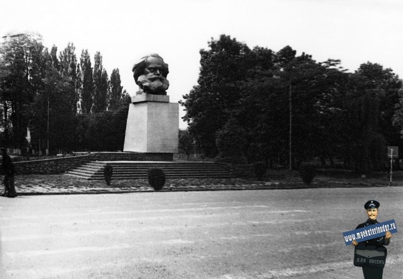 Краснодар. Витаминкомбинат,  памятник К.Марксу. 1986 год.