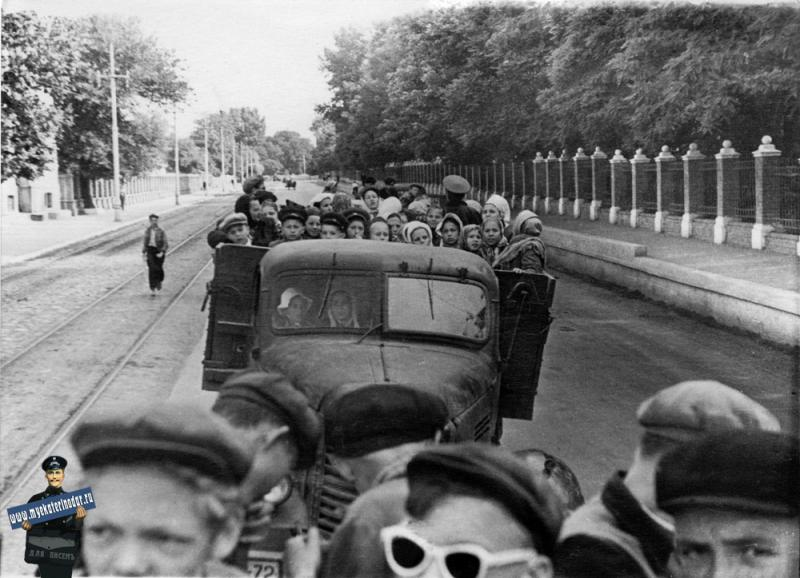 Краснодар. Выезд учеников за город. Май 1957 года.