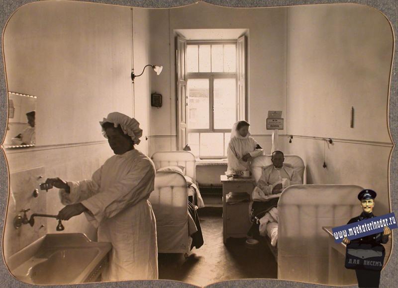 Екатеринодар. Раненые и сестры милосердия в двухместной палате для нижних чинов лазарета общины, 1915 год