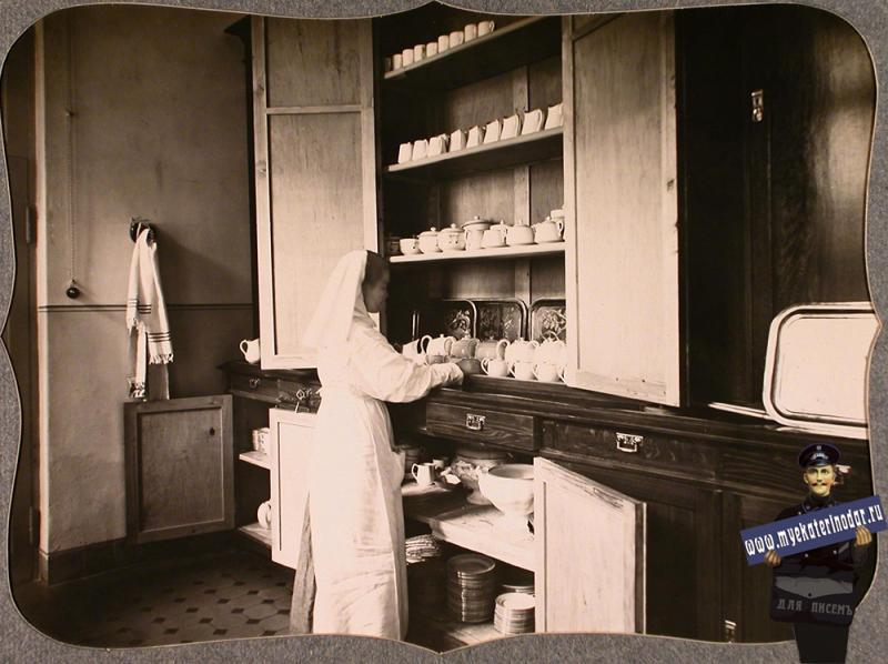 Екатеринодар. Сестра милосердия в буфетной лазарета общины, 1915 год