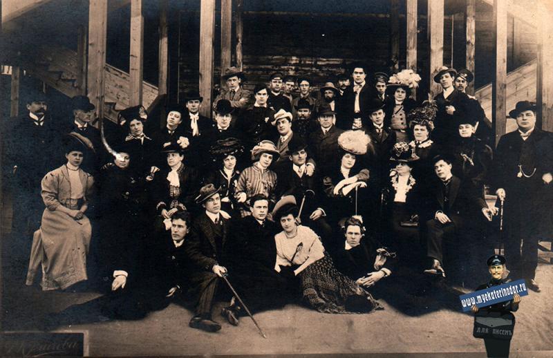 Екатеринодар. Труппа у входа в Летний театр в Городском саду, до 1908 года